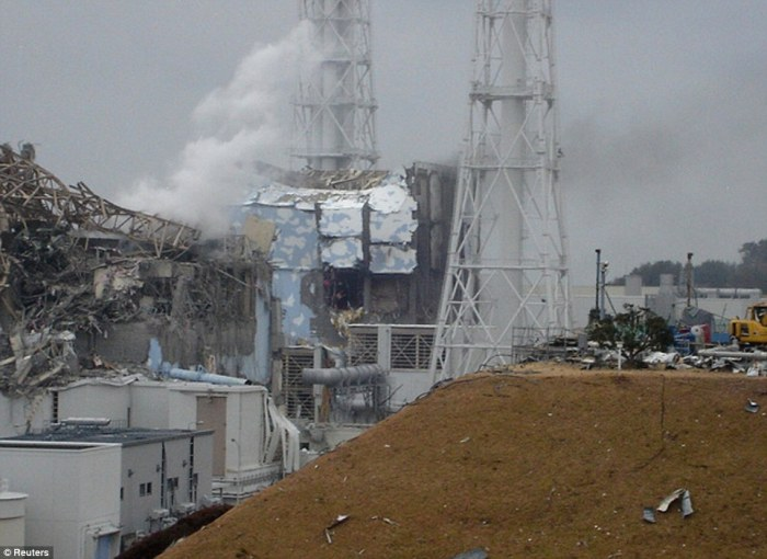 fukushima-3-radioactive-steam-pours-out-after-explosion