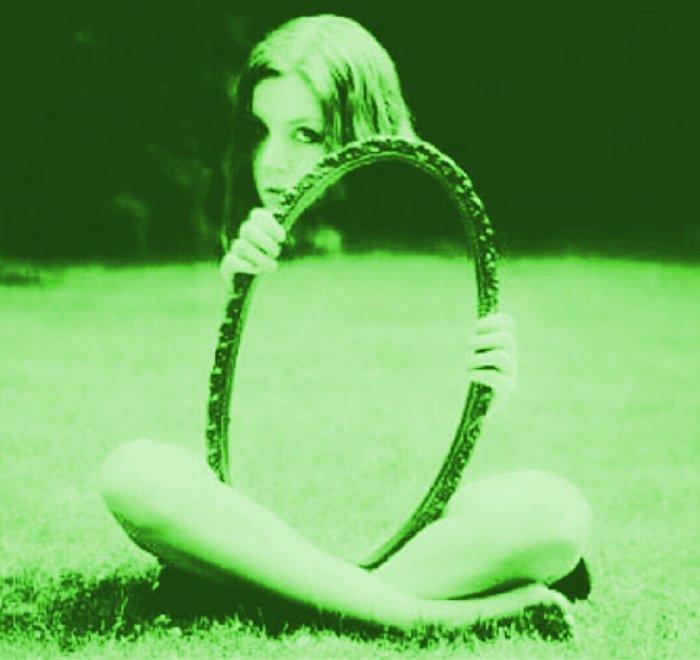 mirror sans
